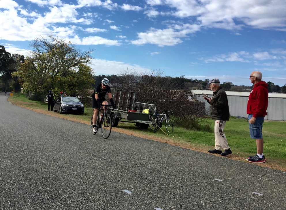 Cyclists get 'frosty' reception in Hills winter race