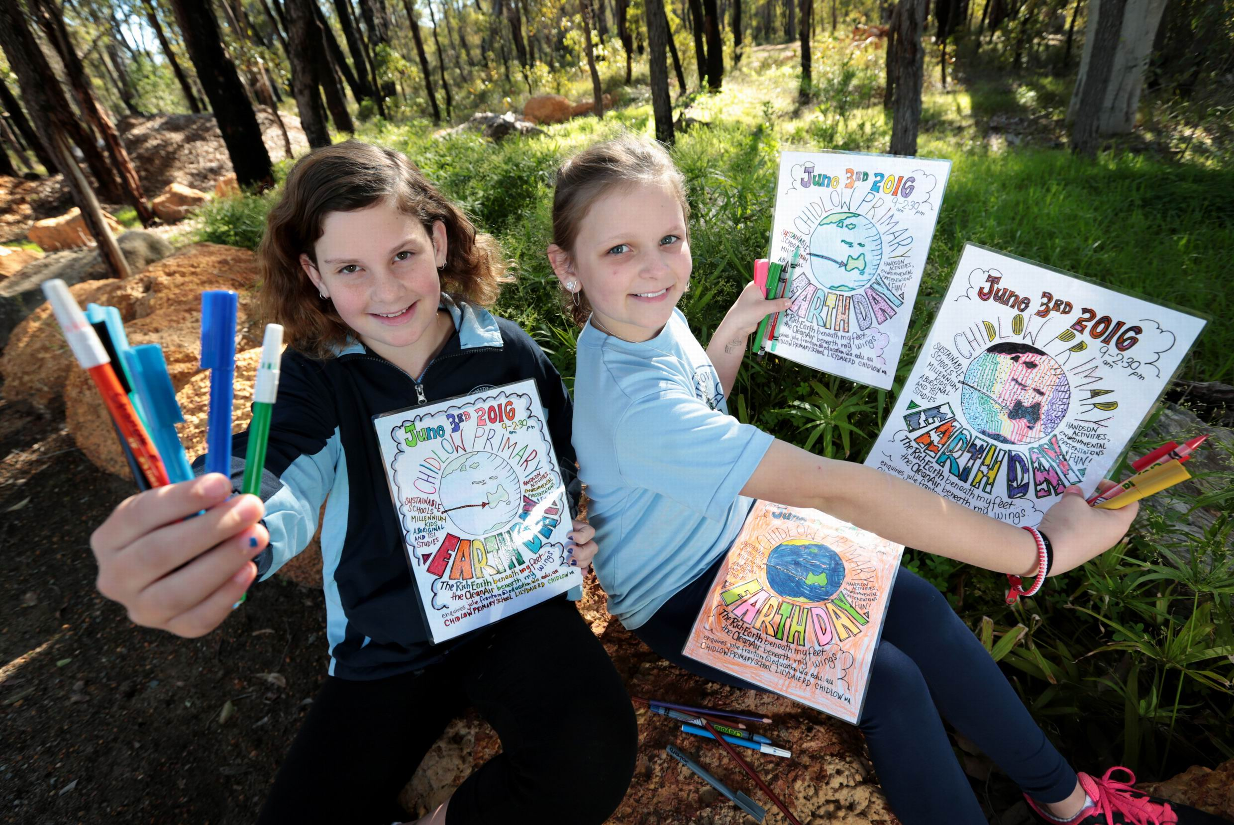L-R: Taya Coverley (10) of Chidlow and Charlotte Ferguson (9) of Wundowie making posters for Earth Day.  Earth Day fun at Chidlow Primary School.