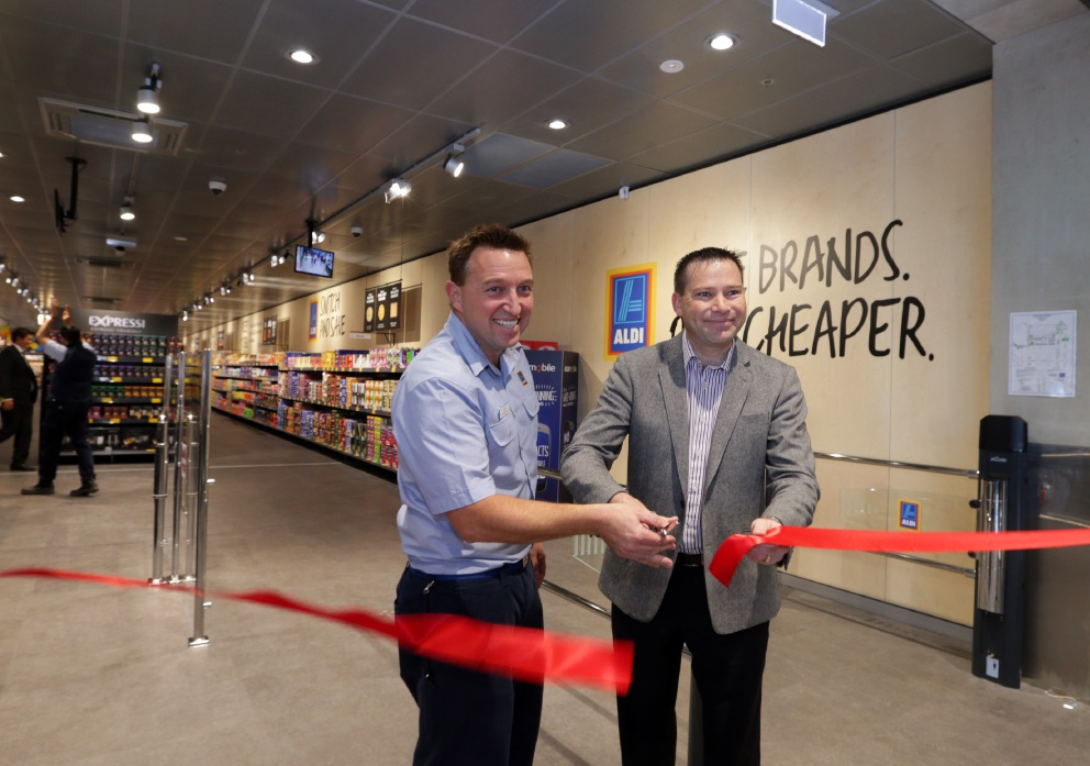 Cold fails to deter early shoppers at opening of Aldi Joondalup