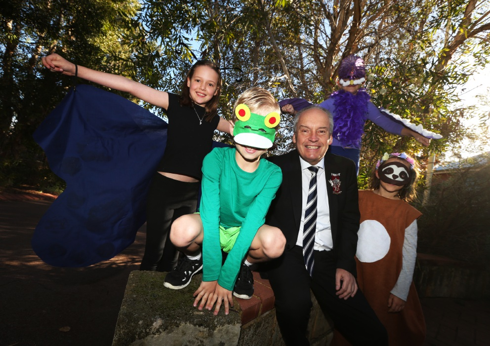 Students Sophie Porter, Jezlan Tracey, Sharna Deagrela and Millie Colling wth Melville Mayor Russell Aubrey. Picture: Matt Jelonek        www.communitypix.com.au   d454581