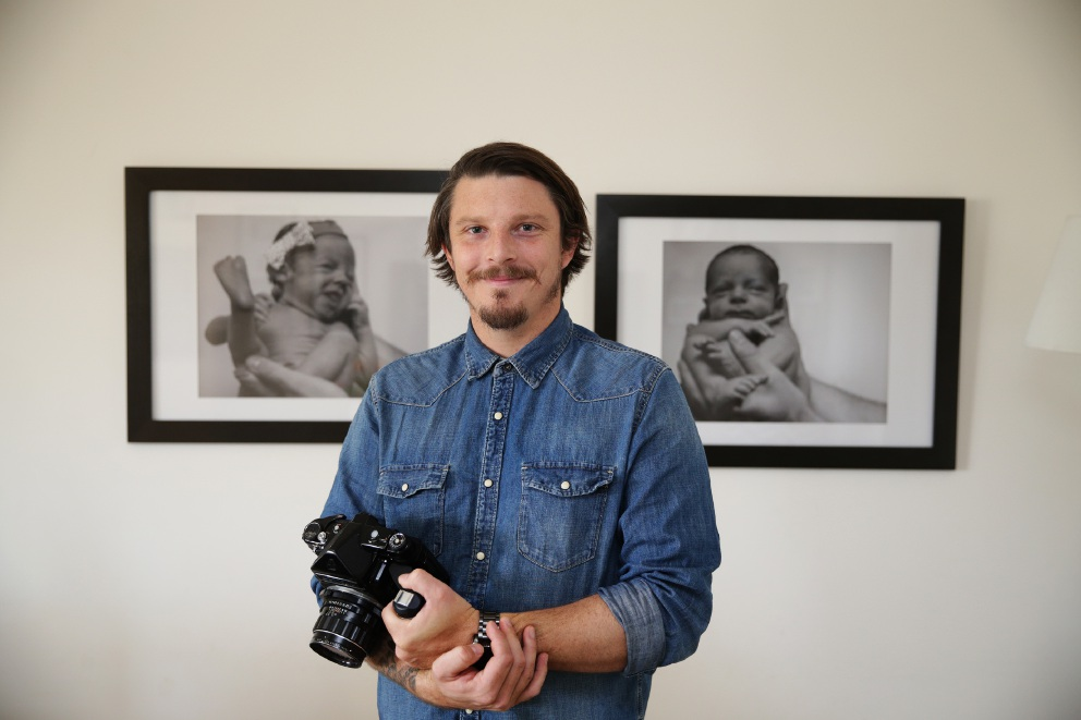 Photographer Tyler Brown with pictures of his twins, Scarlett and Mason. Picture: Martin Kennealey        www.communitypix.com.au   d455225
