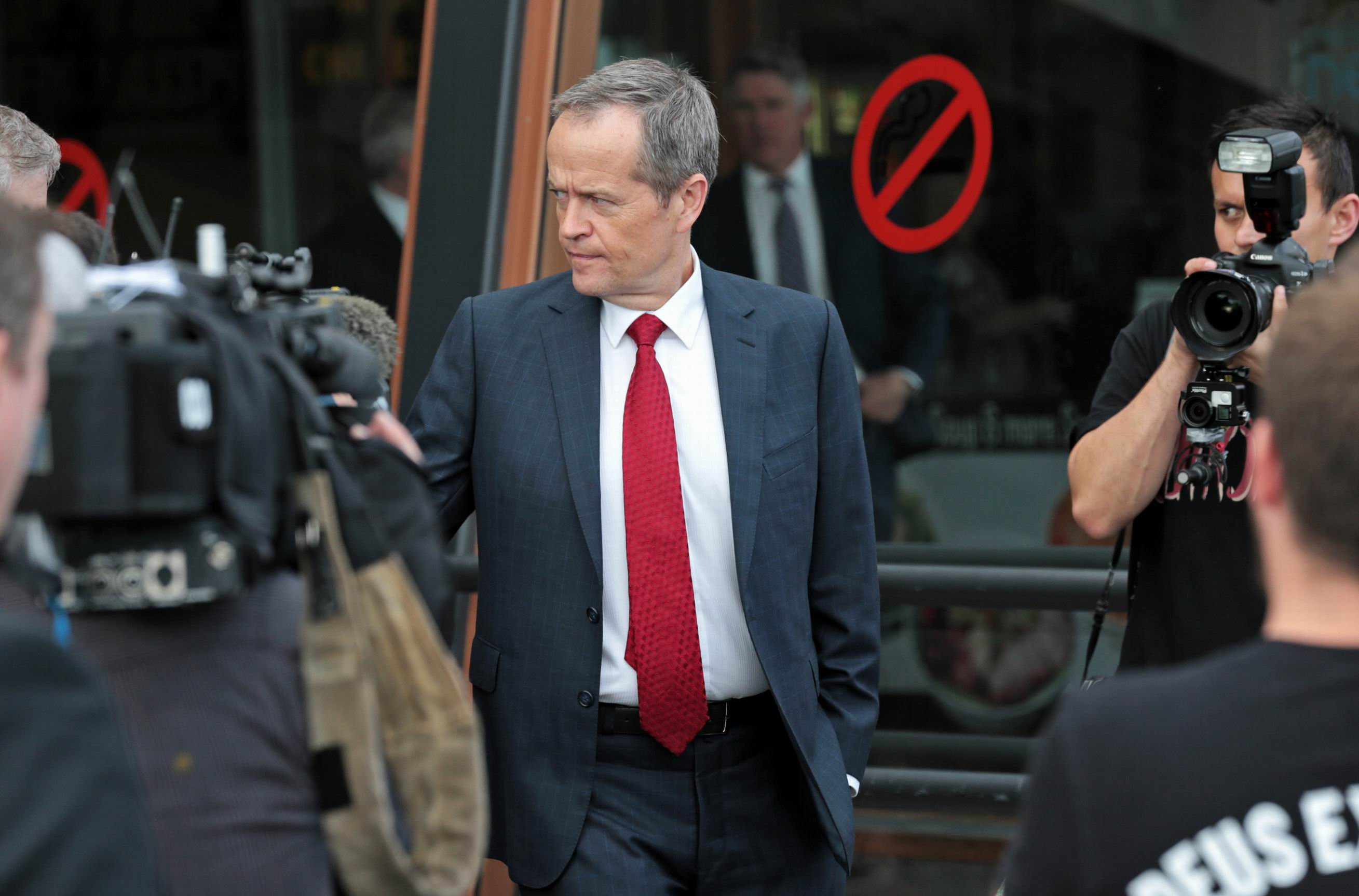 Bill Shorten at the Centrepoint Shopping Centre in Midland.  Bill Shorten comes to Midland.