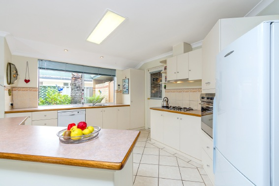 Kinross, 6 Whithorn Circle – $509,000