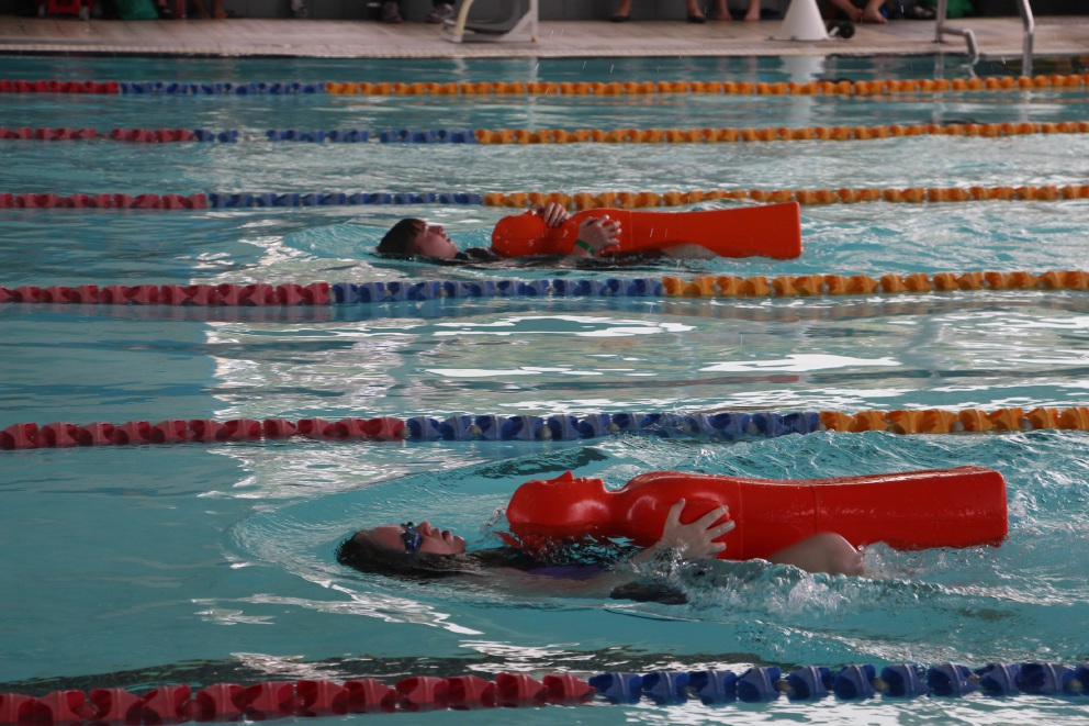 Local lifeguards succeed at wa junior lifeguard club state titles community news group for Altone park swimming pool opening hours