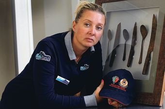 Jennie Luffman with the knife set that survived the fire. www.communitypix.com.au d428474