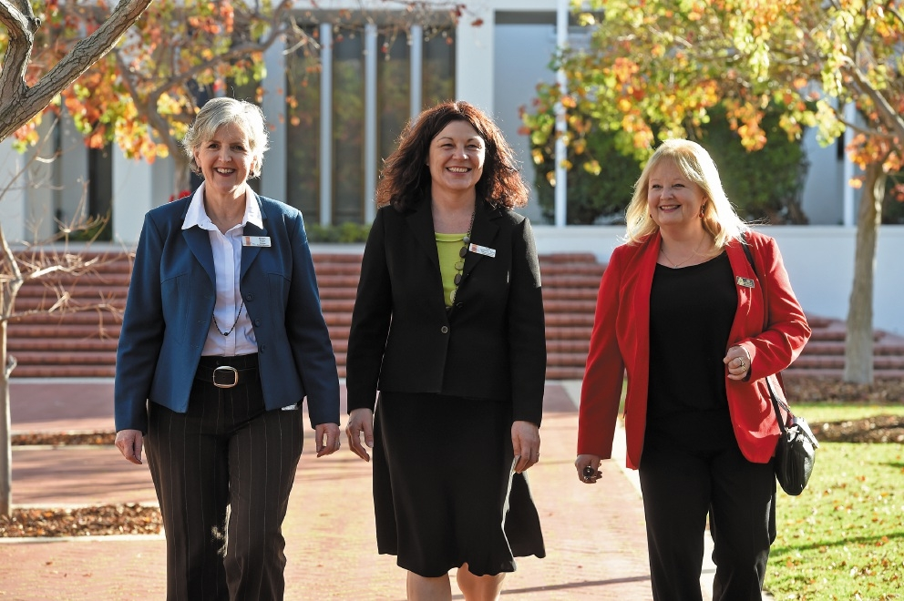 Cockburn Deputy Mayor Carol Reeve-Fowkes flanked by city staff Margot Tobin and Sam Seymour-Eyles.                     d439411