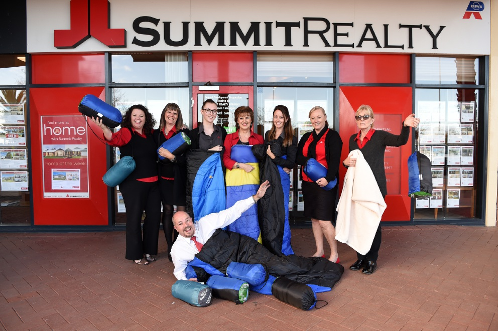 Gaynor Boyd, Grace Nicholls, Adele Wilson, Jenny Cronshaw, Tamara Versini, Tini Church and Jill Barrett and, at front, Brett Hancock, are getting behind the Salvos' sleeping bag |appeal. Picture: Jon Hewson         www.communitypix.com.au   d455863