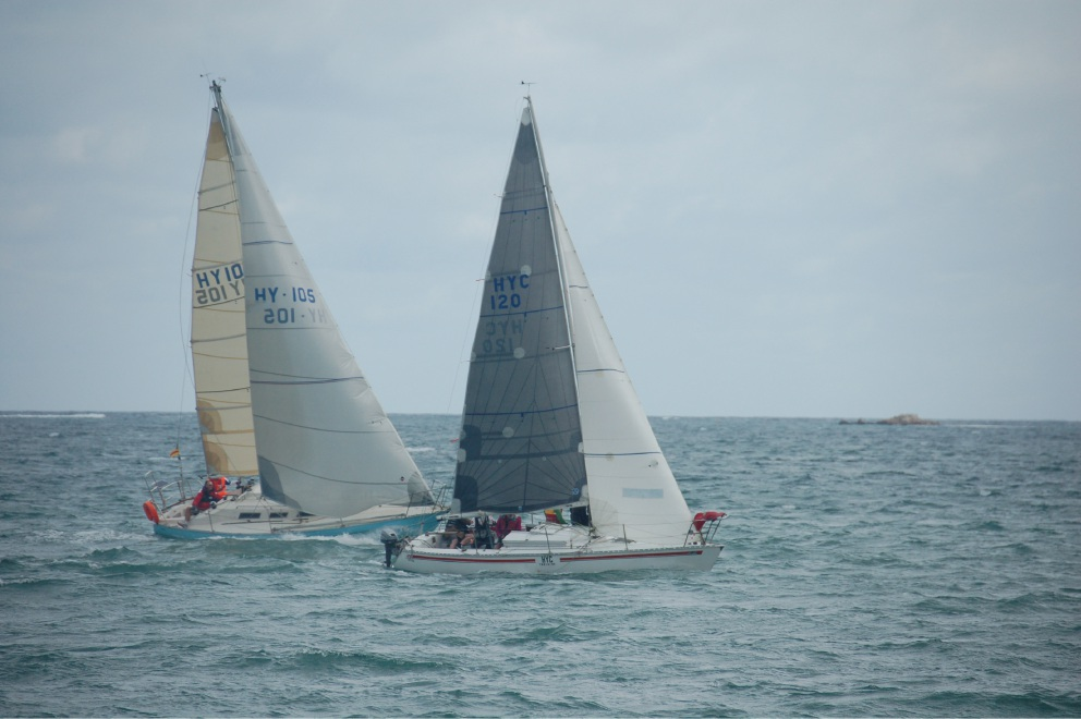 HYC Training (HY120) overtakes Blue Chip (HY105) to finish second.