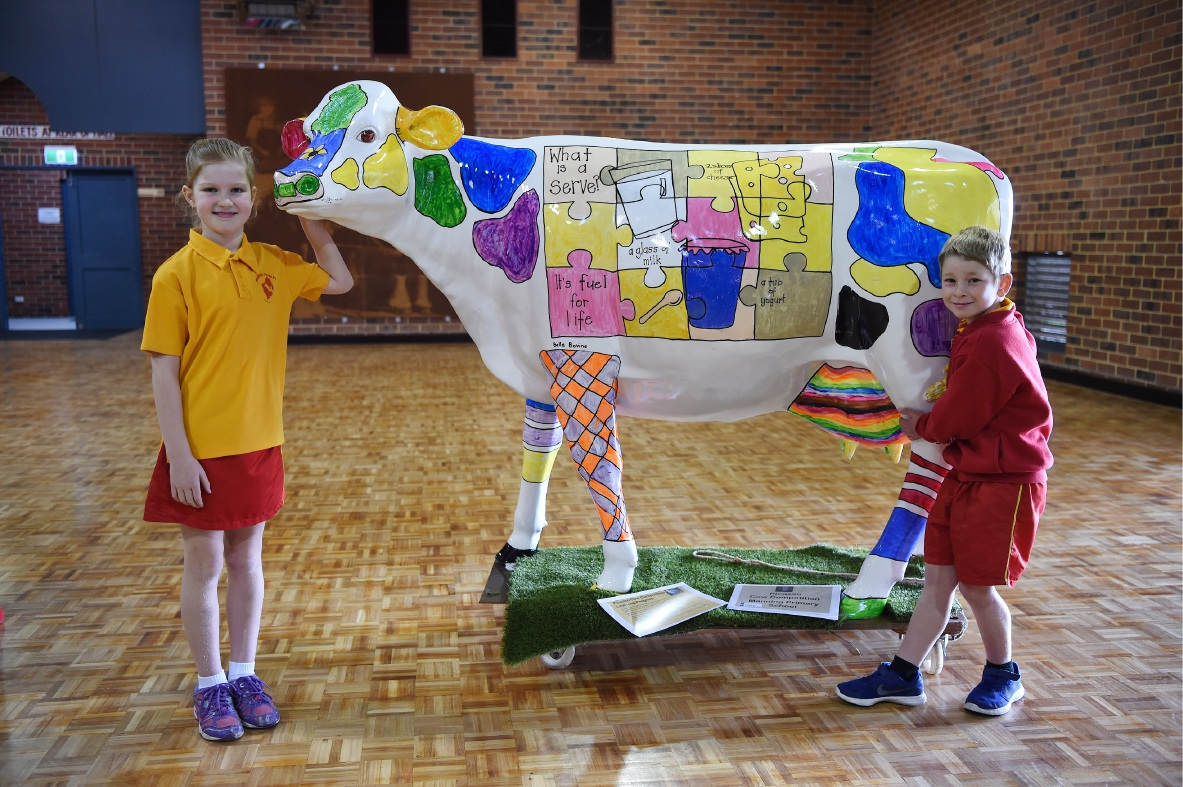 Manning Primary School's Picasso Cow on display with students Andrea Burnett and Flinn Tyrrell.
