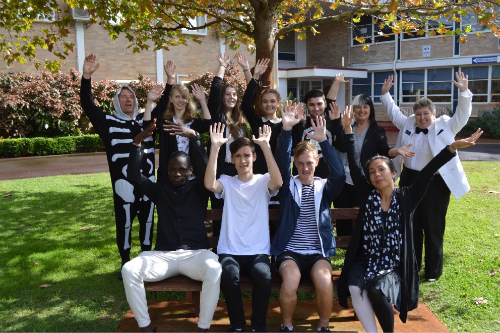 John Forrest Secondary College students and staff raise money for Phil and Dianne Glossop.