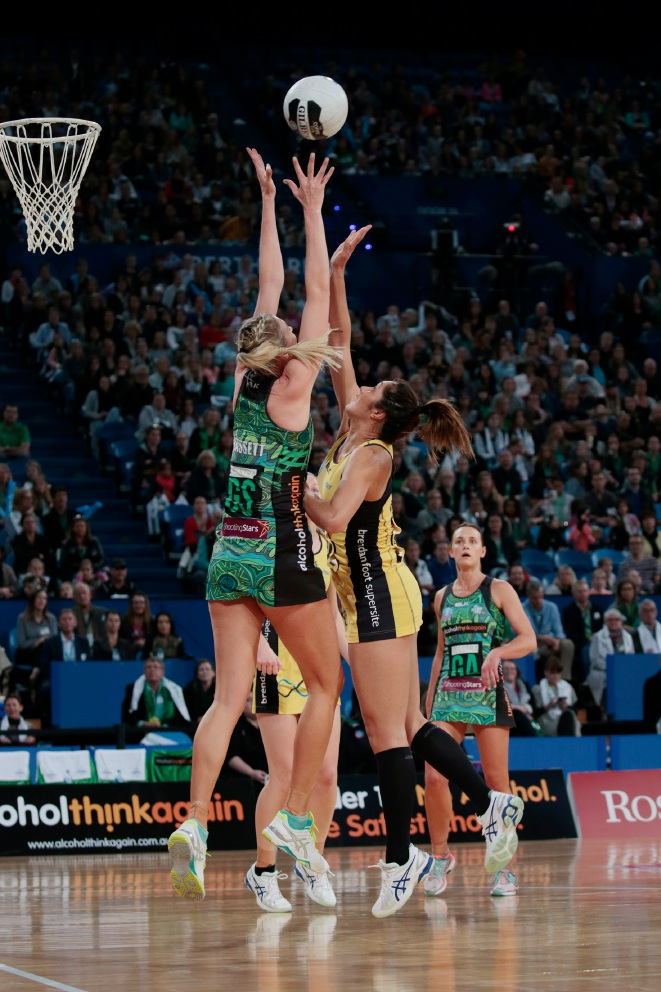 West Coast Fever keep finals hopes alive with huge win over Central Pulse