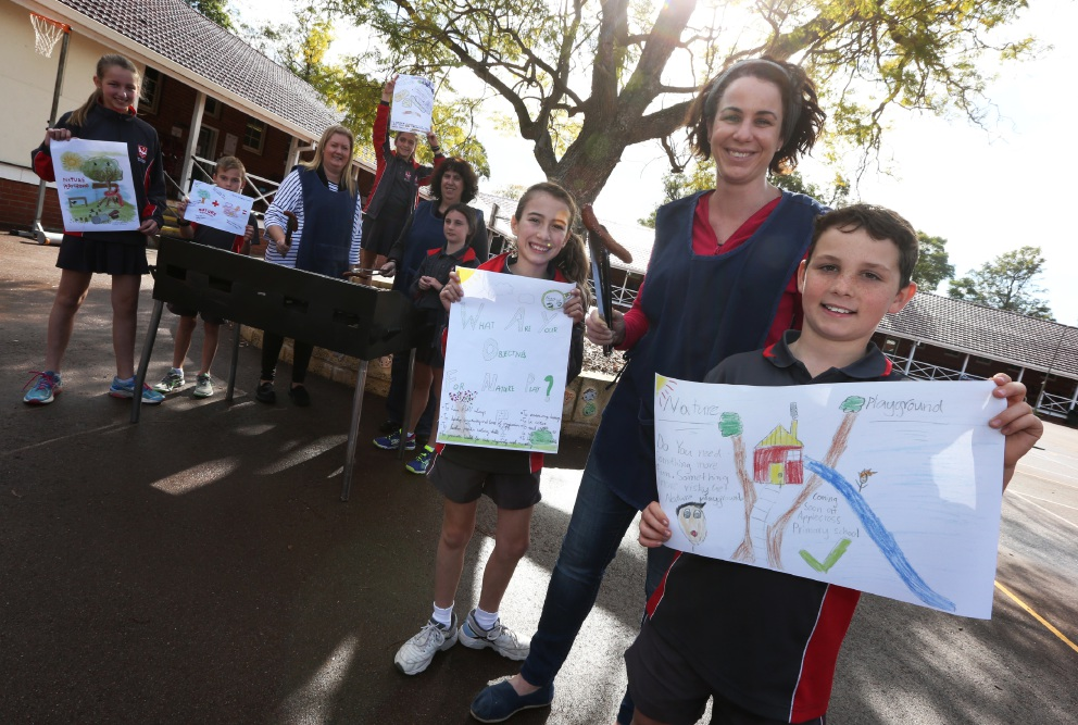 P&C Sanchia Dashlooty with students Aran O'Sullivan, Grace Reinecke and others from Applecross Primary School preparing to raise funds on election day. Picture: Matt Jelonek        www.communitypix.com.au   d455899