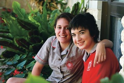 Sydnee Carter will sing at a Melbourne Cup fundraiser for CanTeen, inspired by fellow student and good friend Oceane Bourgault .Picture: Emma Goodwin www.communitypix.com.au d428026