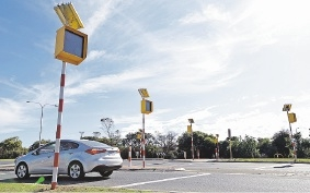 The warning lights for a pedestrian crossing on Hepburn Avenue. Picture: Martin Kennealey  d439057