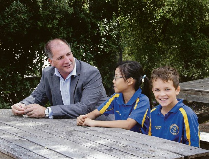 Geoff Pocock with Year 6 Rostrata Primary School students Renee Yooh and Riley Marks
