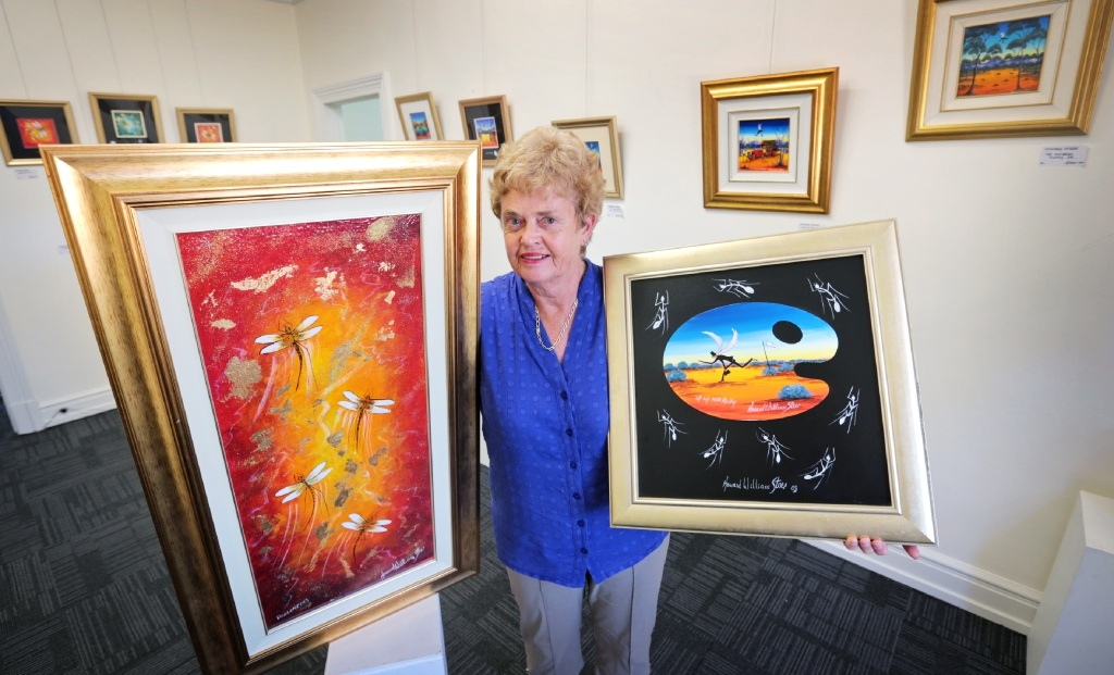 Guildford Village Potters member Valerie Patton with some of the work by renowned artist Howard Steer. Picture: David Baylis        www.communitypix.com.au   d448227