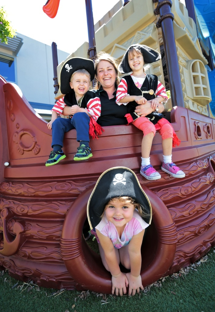 Faedra Clarke with Zenon Clarke (3) and Imogen Dalton (5) and Alyce Jakeway (4). Picture: David Baylis     d447608