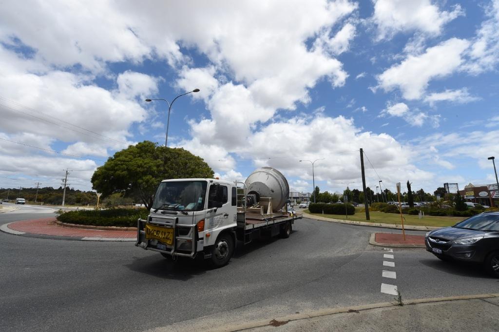The roundabout at Berrigan Drive and Jandakot Road. Picture Jon Hewson www.communitypix.com.au d447593
