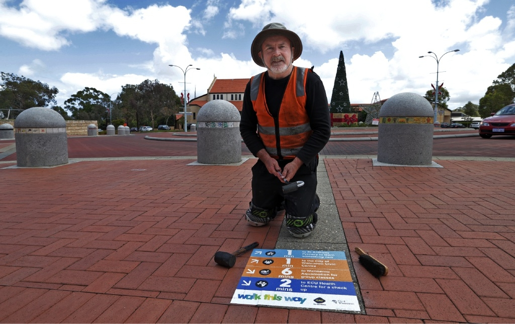 Total Print and Sign's Darryl Butler installing the last of 800 signs in Wanneroo on Monday.   Picture: Martin Kennealey www.communitypix.com.au   d447573