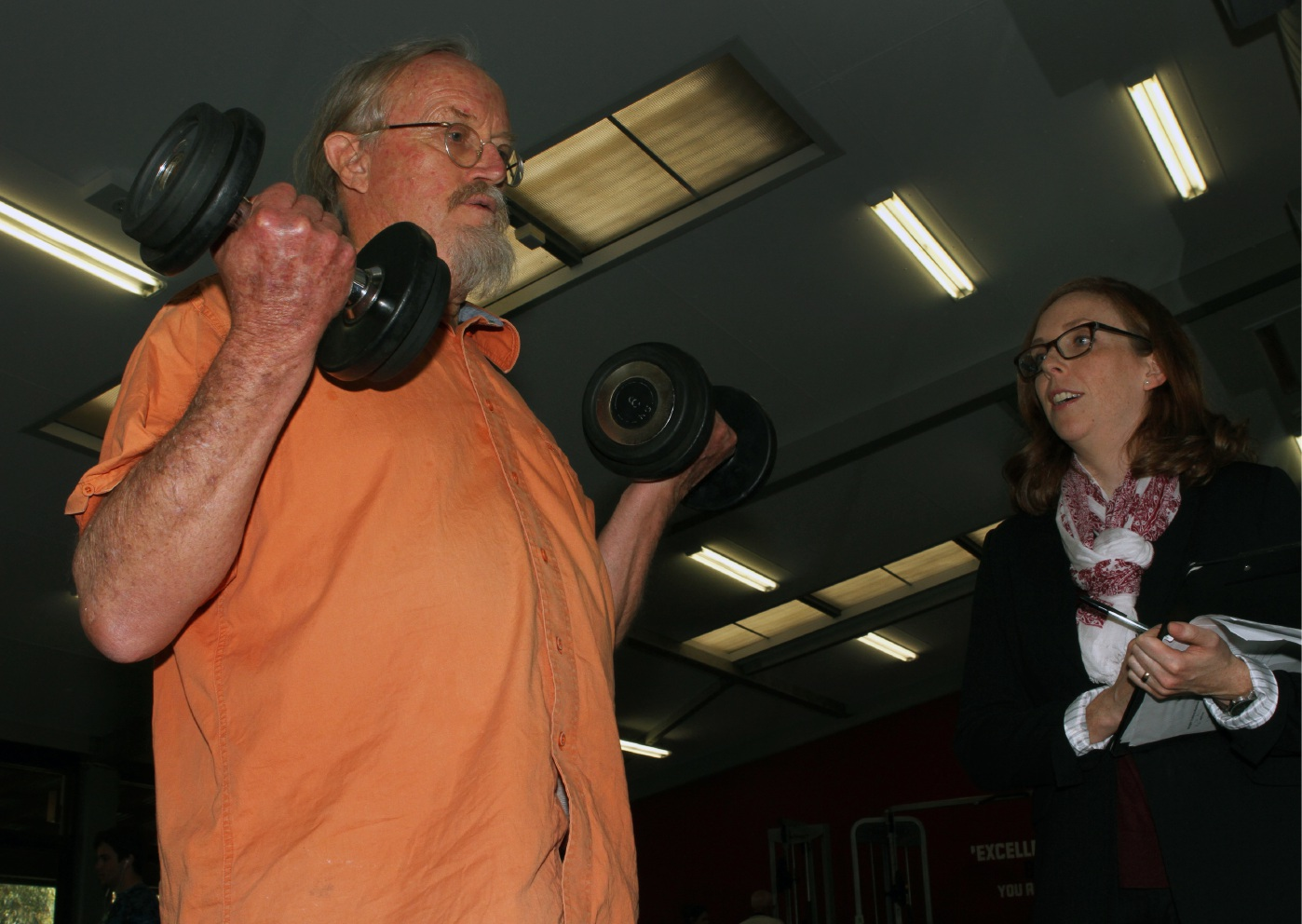 Andrew Hickson works out watched by Carolyn McIntyre.  Picture: Robin Kornet  www.communitypix.com.au   d456285