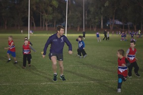 Fremantle Dockers player Lee Spurr gets involved with local young footballers.