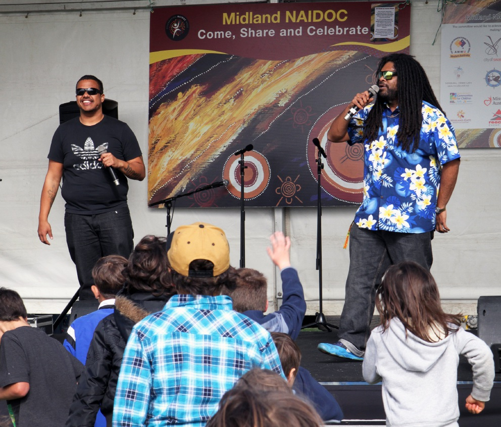 Naughty Bros from Noongar Radio 100.9 entertain  the crowd. www.communitypix.com.au   d456318