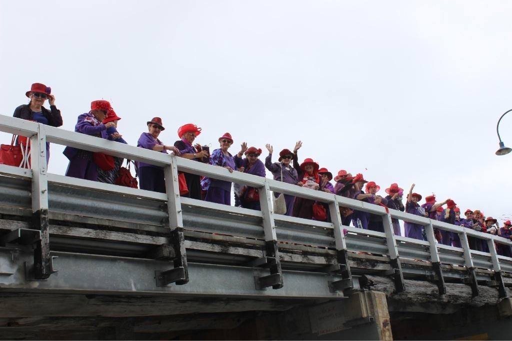 Women see red over Mandurah traffic bridge demolition