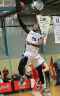 Jay Bowie drives to the hoop. Picture: June Halliday