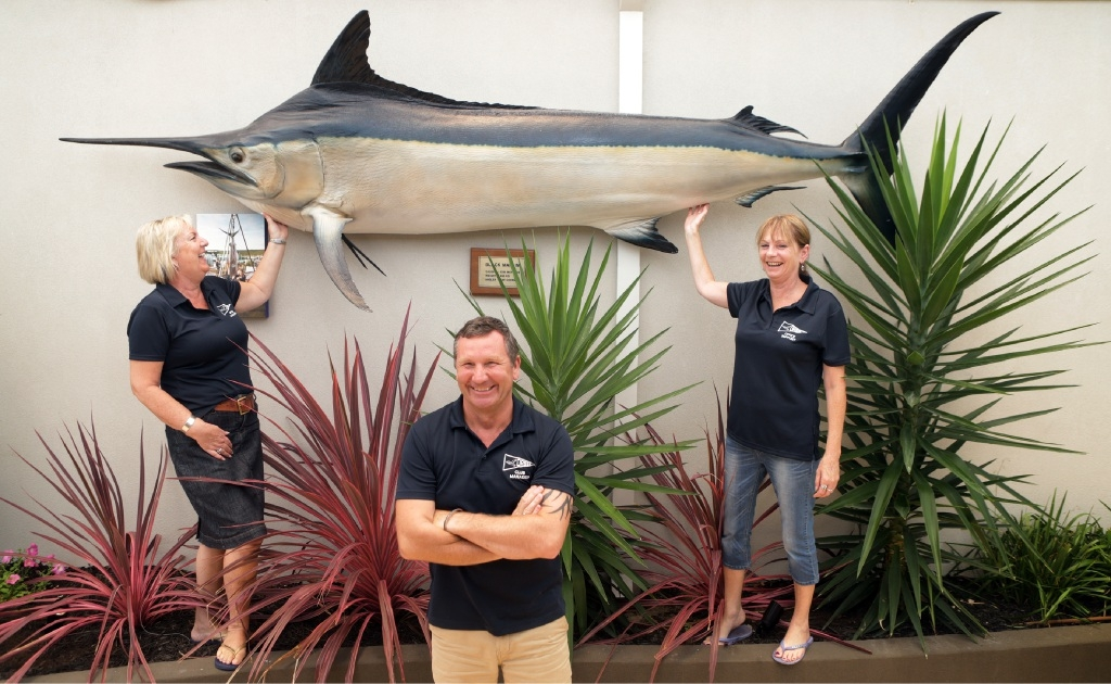 Giant trophy... Rosina Delamere ,Steve Snell and Lynda Crosswell. Picture: Martin Kennealey    d448273