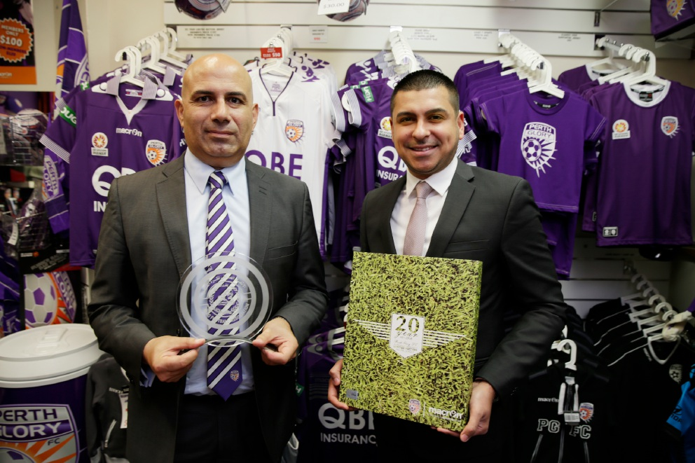Perth Glory chief executive Peter Filopoulos and Iraqi Football Association's Gath Muhana exchanging gifts. Picture: Andrew Ritchie        www.communitypix.com.au   d457226