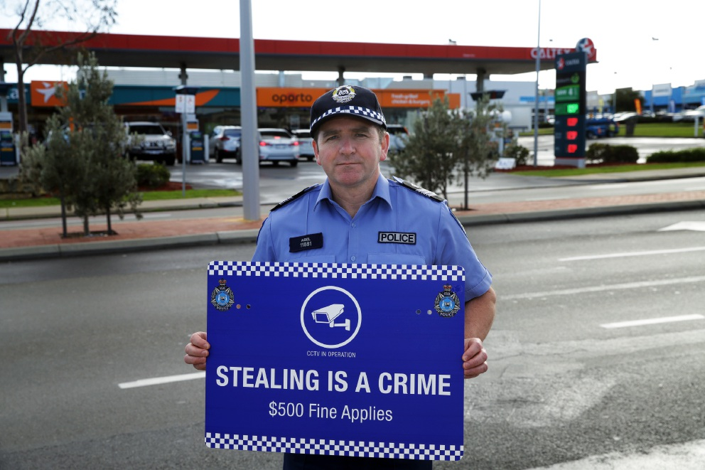 Sergeant Andy Abel warns thieves they could receive a $500 on-the-spot fine. Picture: Martin Kennealey        www.communitypix.com.au   d456773