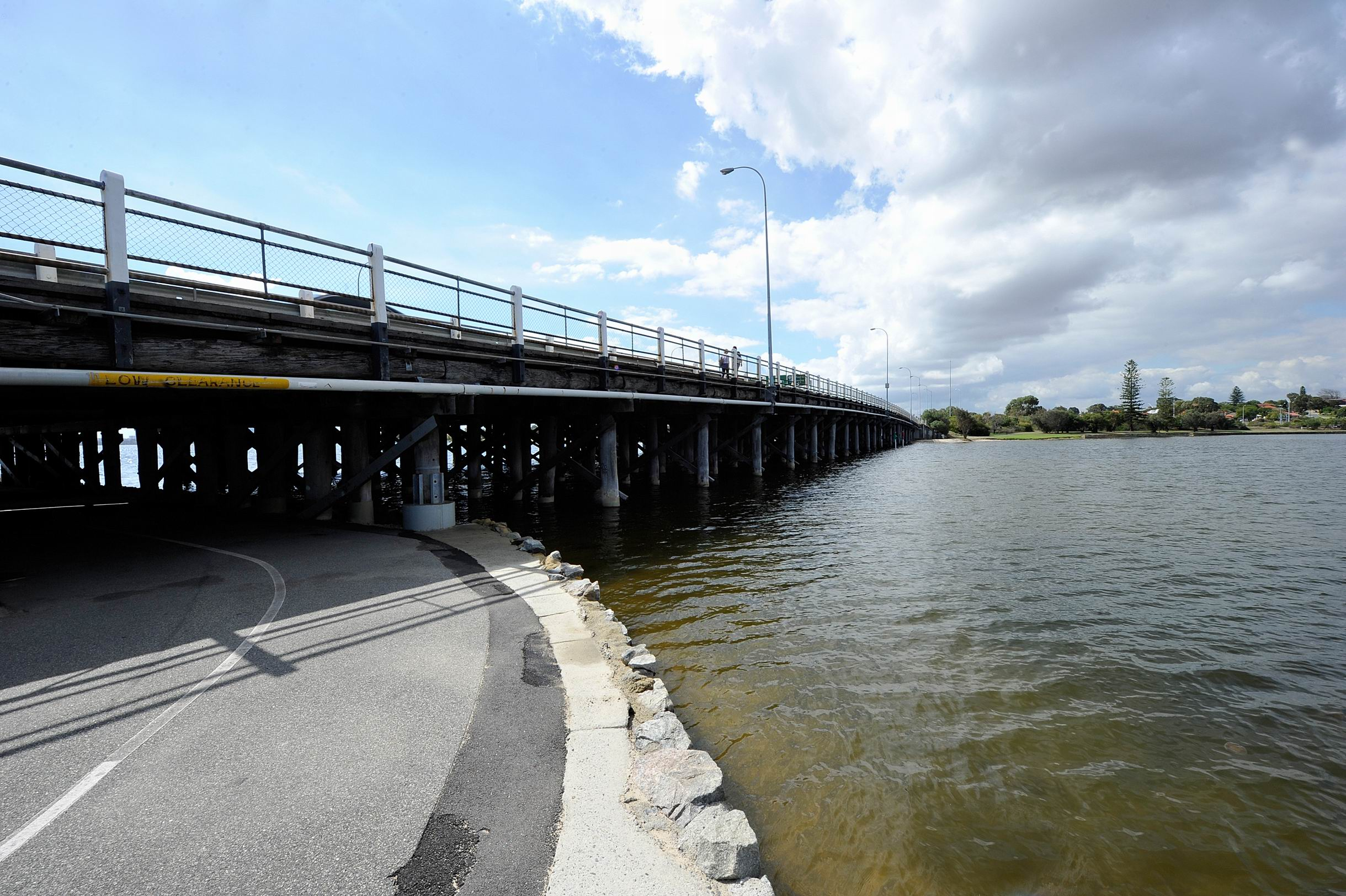 Dept of Health issues warning public not to eat shellfish from Swan and Canning rivers
