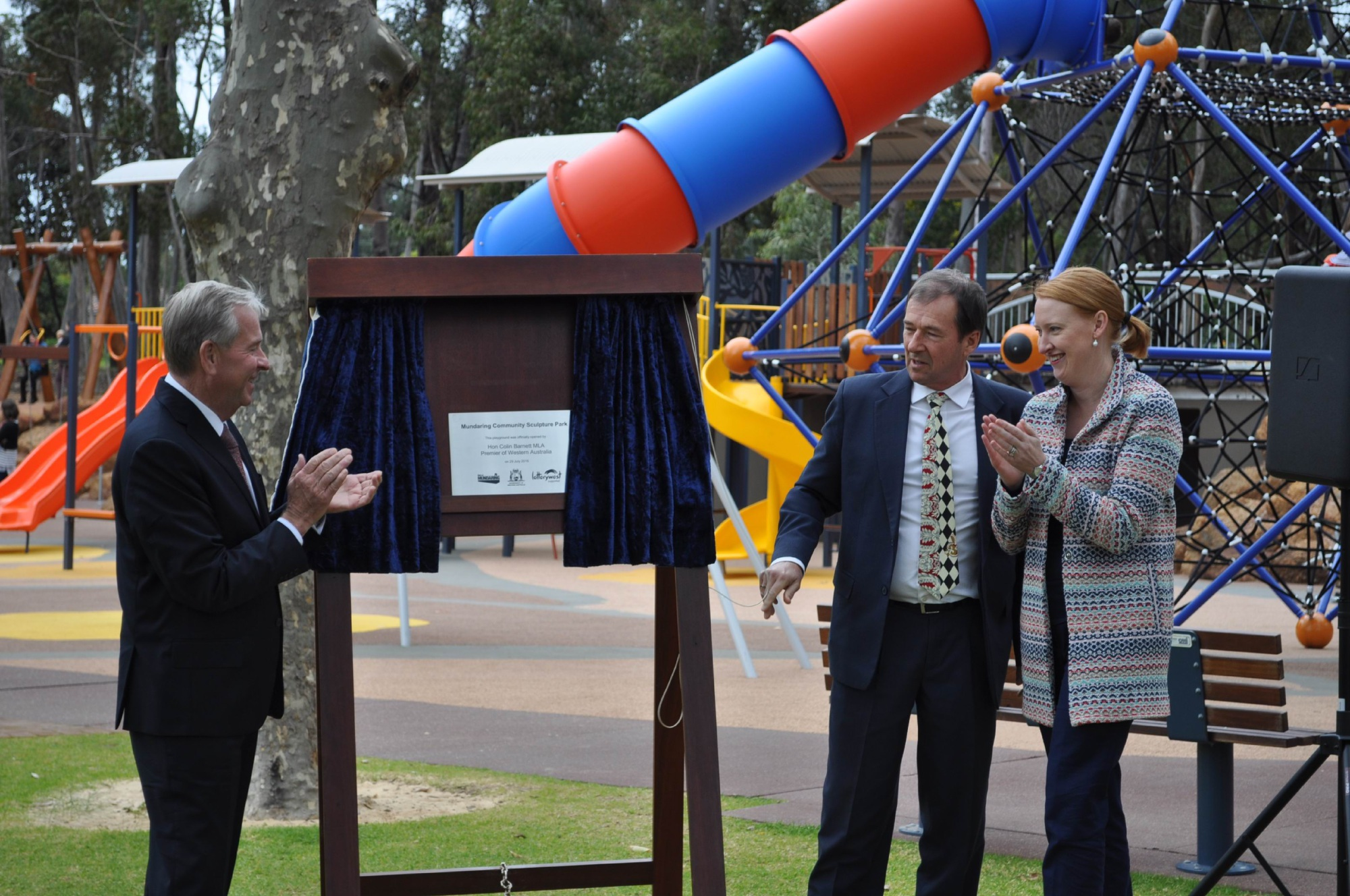 Mundaring Community Sculpture Park was officially opened by Premier Colin Barnett today, alongside Shire President David Lavell and Donna Faragher.
