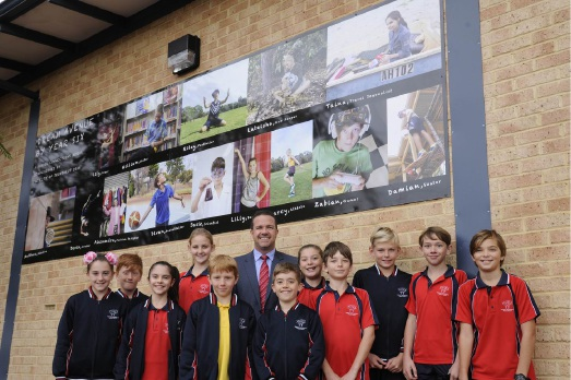 Joondalup Mayor Troy Pickard with North Woodvale Primary School Year 6 students.
