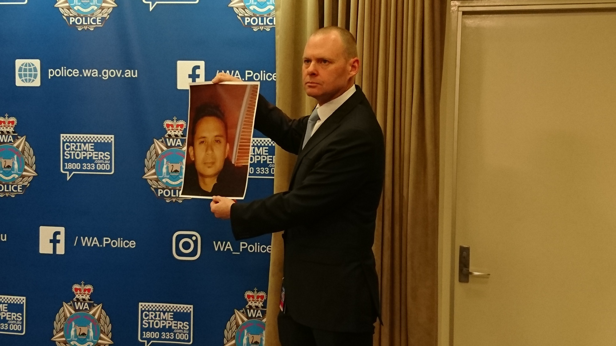 Detective Senior Sergeant Dave Gorton with a picture of Jamie Fernandez.