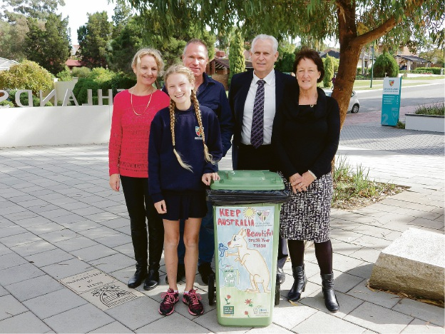 Mother Alison Dreyer, Kate Dreyer, Father Rory Dreyer, principal Neil Hunt and Keep Australia Beautiful WA manager Jennie Anderton.