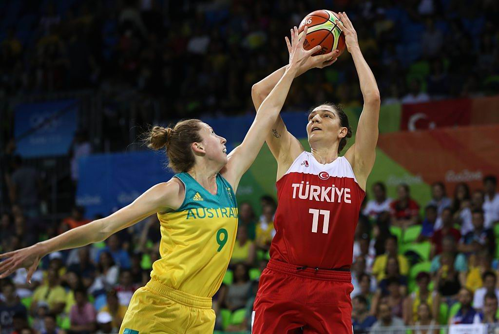 Nat Burton defends against Turkey's Nevriye Yilmaz  during the Opals Group A game at the Rio 2016 Olympic Games. Picture: Okan Ozer/Anadolu Agency/Getty Images