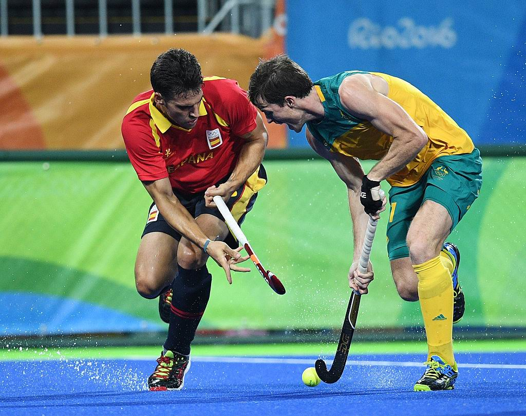 Australia's Fergus Kavanagh vies for the ball with Spain's Andres Mir during the men's field hockey. Picture: Manan Vatsyayana/AFP/Getty Images