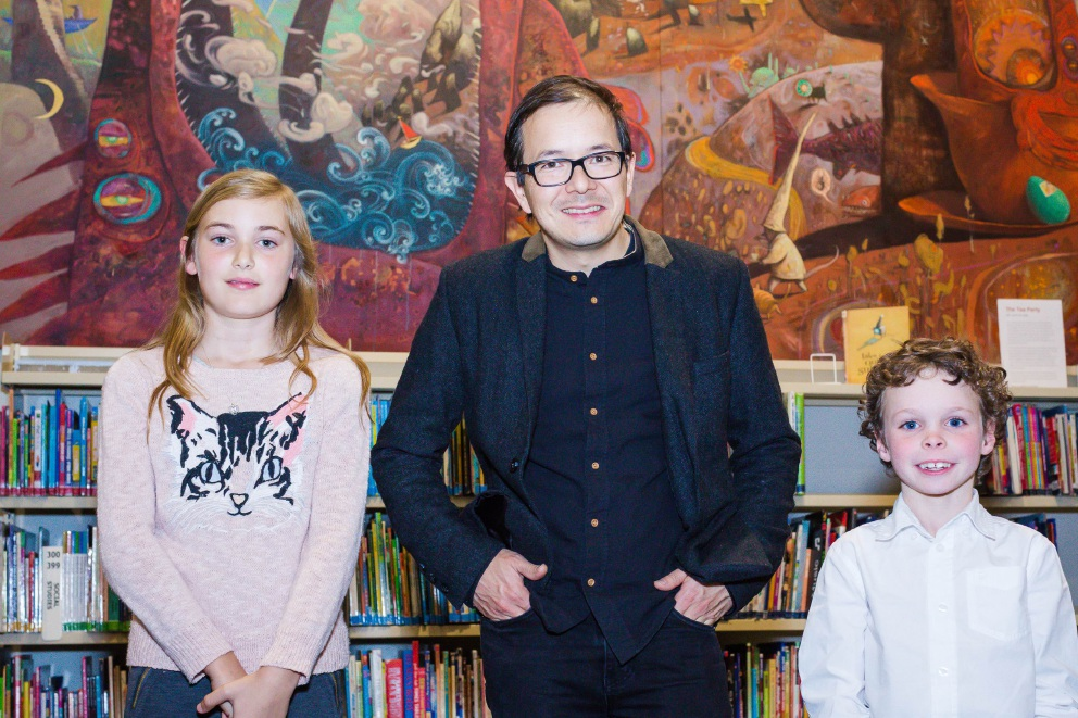 Joanne Le (16) with Shaun Tan. Charlotte Penn (9) and Finn Ralls (6) with Shaun Tan.