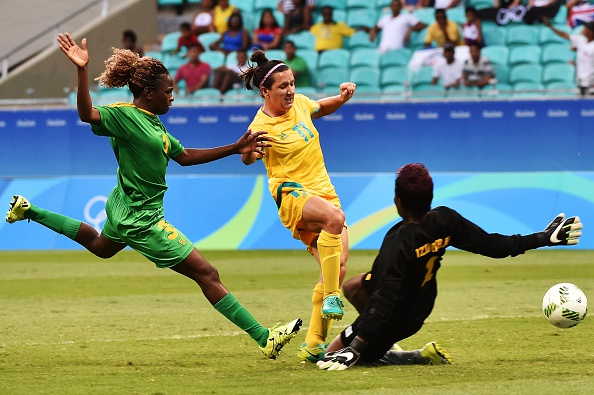 Lisa De Vanna (C) of Australia vies for the ball with goalkeeper Chido Dzingirai (R) of Zimbabwe during their Rio 2016 Olympic Games womens first round Group F football match. Picture: NELSON ALMEIDA/AFP/Getty Images.