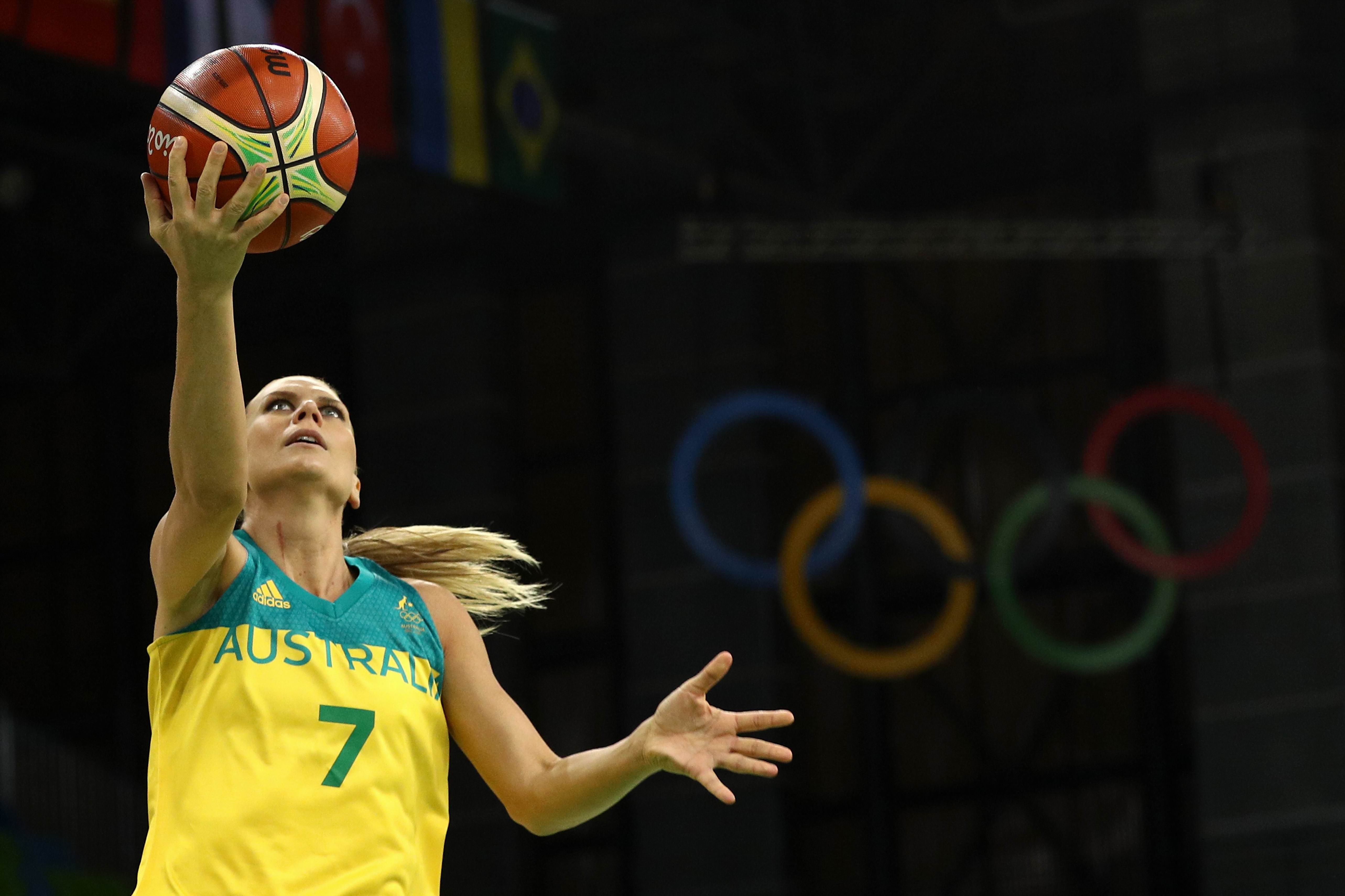 Penny Taylor shoots against France. Picture: Patrick Smith/Getty Images