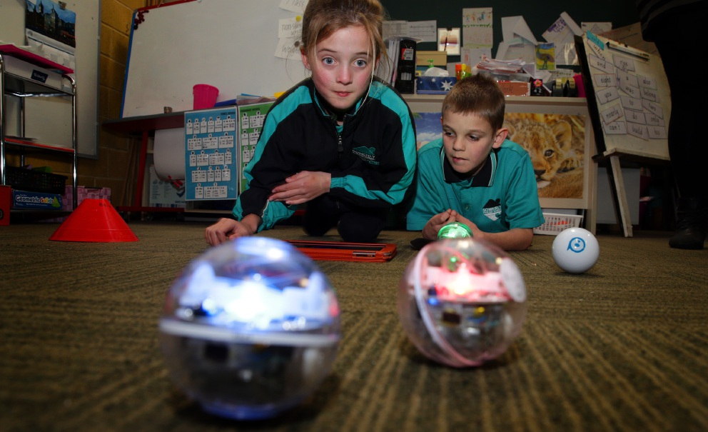 Ashlee Edmonds (Year 3) and Brock Starr (Year 3) with the Spheros. Picture: Martin Kennealey www.communitypix.com.au   d457907