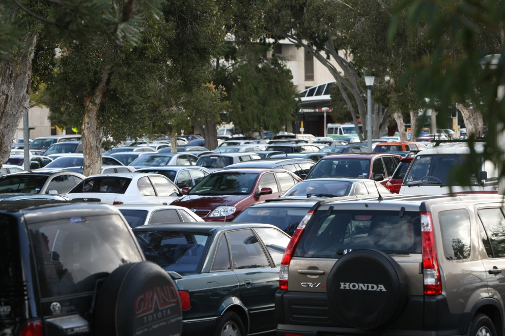 Stirling backs away from decision on on-street parking bays on Main St in Osborne Park