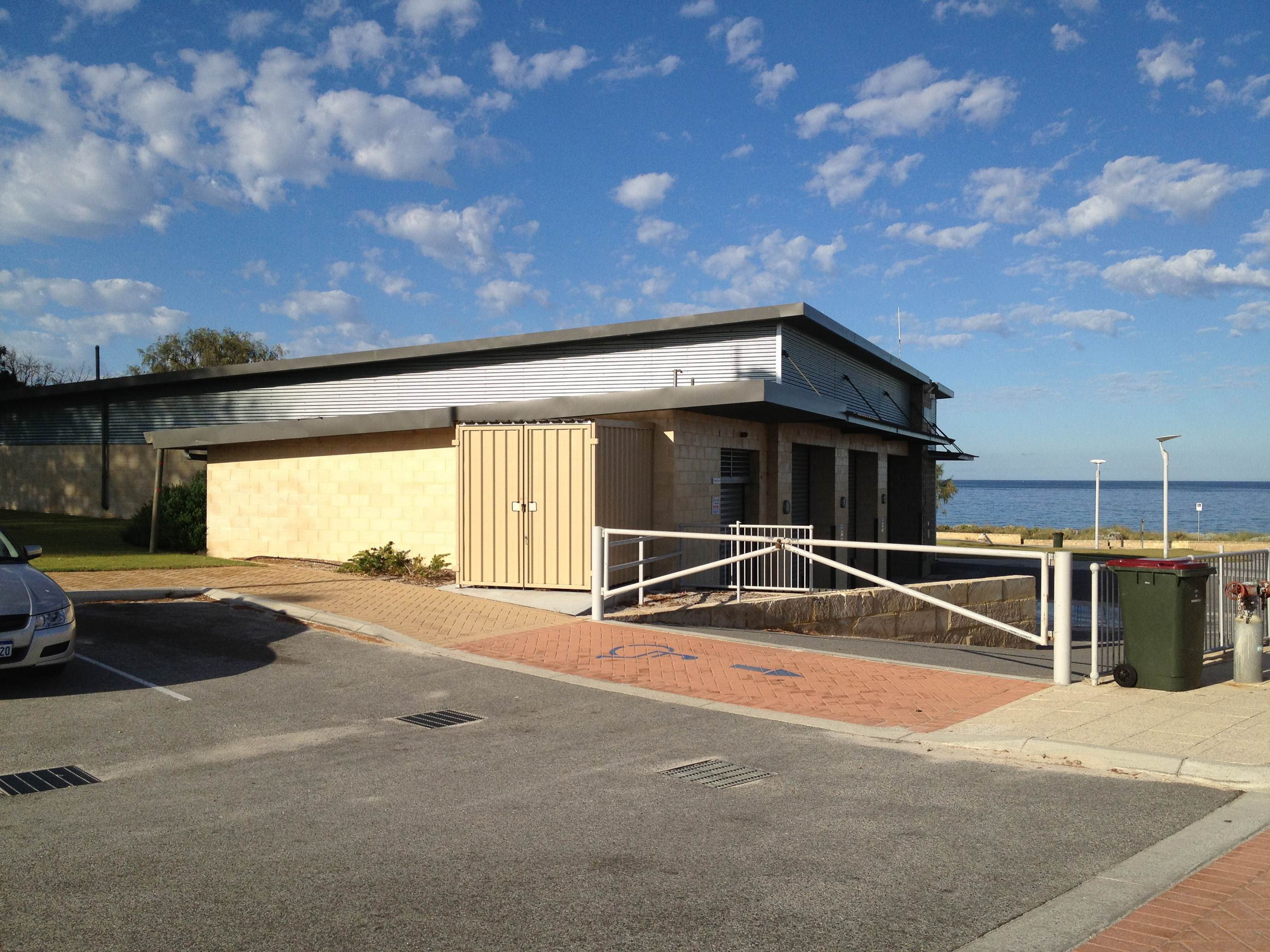 Broad Construction Services WA has won the $3.06 million contract to build Quinns Mindarie Community Centre above the surf life saving club.