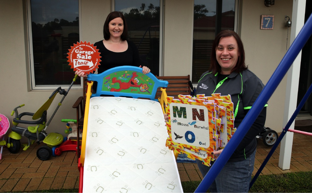 Jenny Fleming and Wanneroo City Waste Services project officer Catherine Jacques preparing for October's Garage Sale Trail.        www.communitypix.com.au   d458210