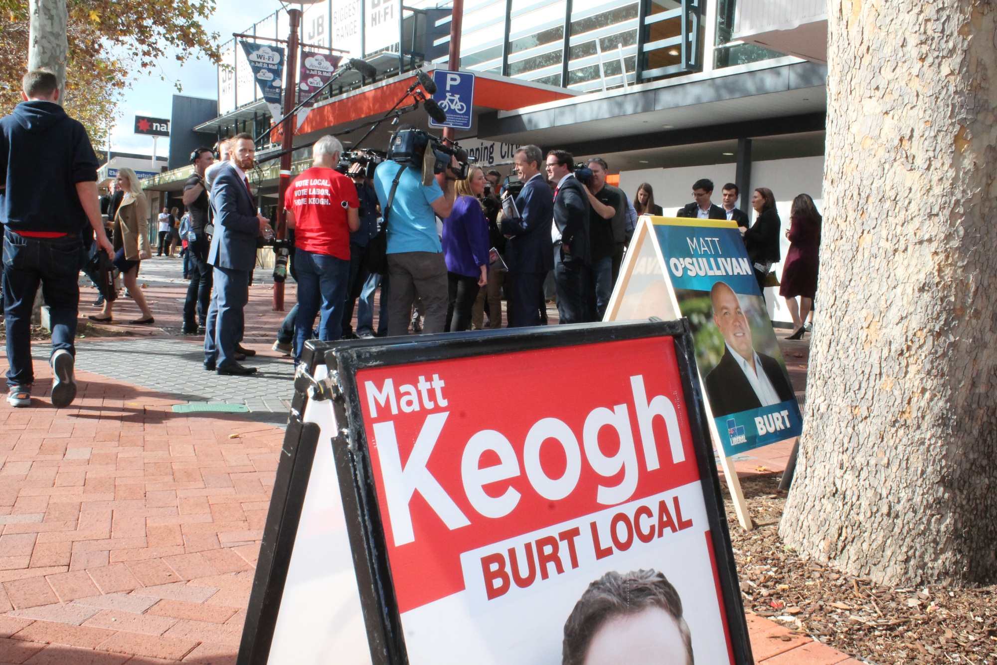 Federal Labor leader Bill Shorten and Burt Labor candidate Matt Keogh in the Jull Street Mall, Armadale.