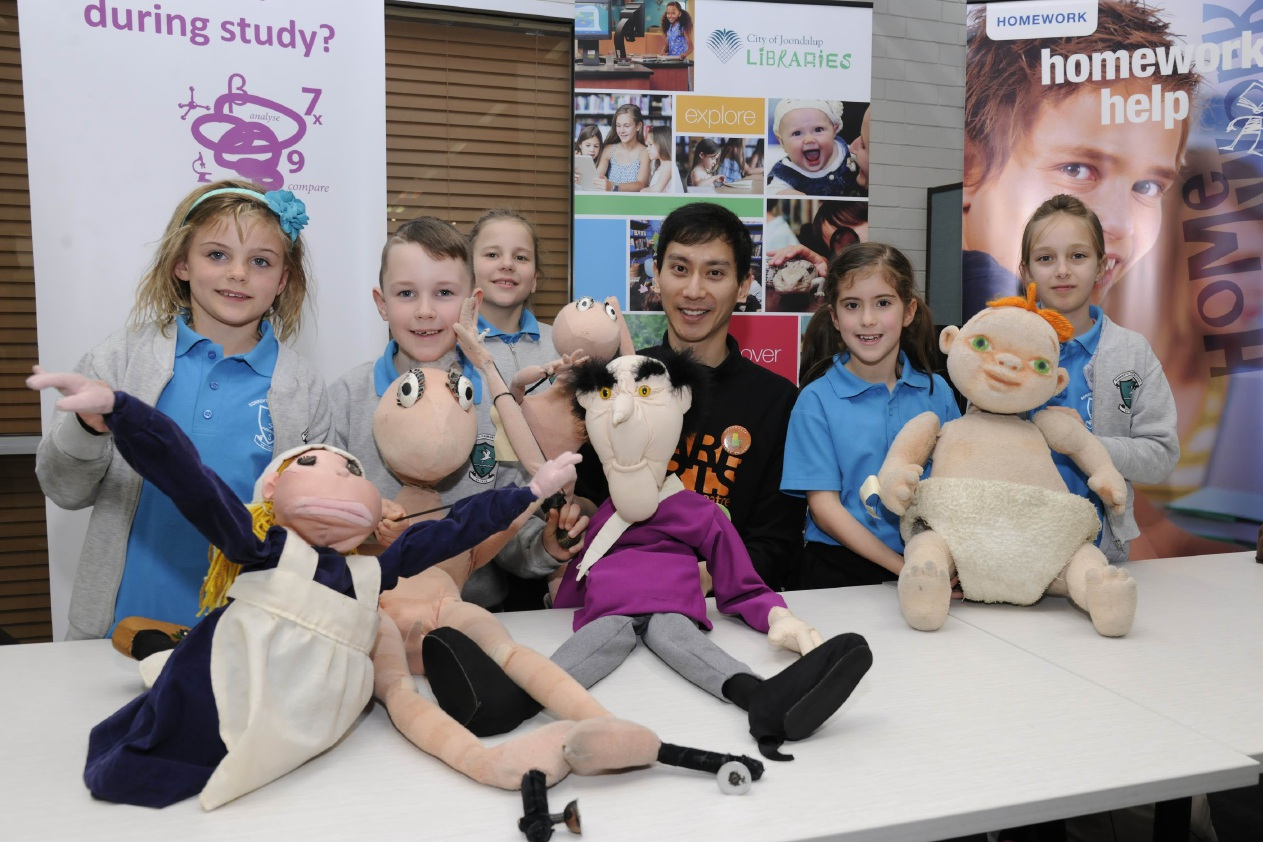 Year 3 Sorrento Primary School students Summer Elkin, Jacob McGee, Anna Molyenux, Eliana Boan and Lara Balint with puppeteer Leon Hendroff and friends.