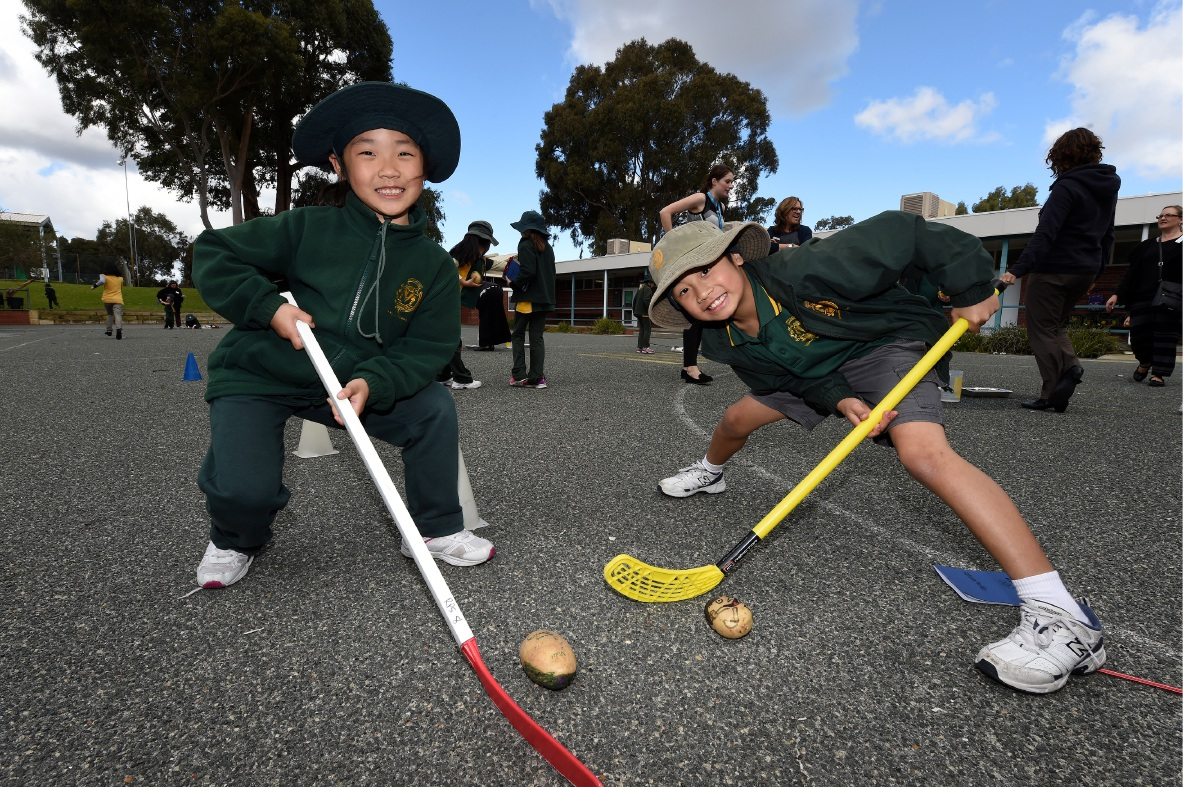 Rossmoyne Primary Year 2 students Jinning Huang and Jaydan Chong. Picture: Jon Hewson