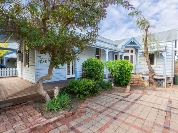 Fremantle, 76 Duke Street East – From $1.1 Million