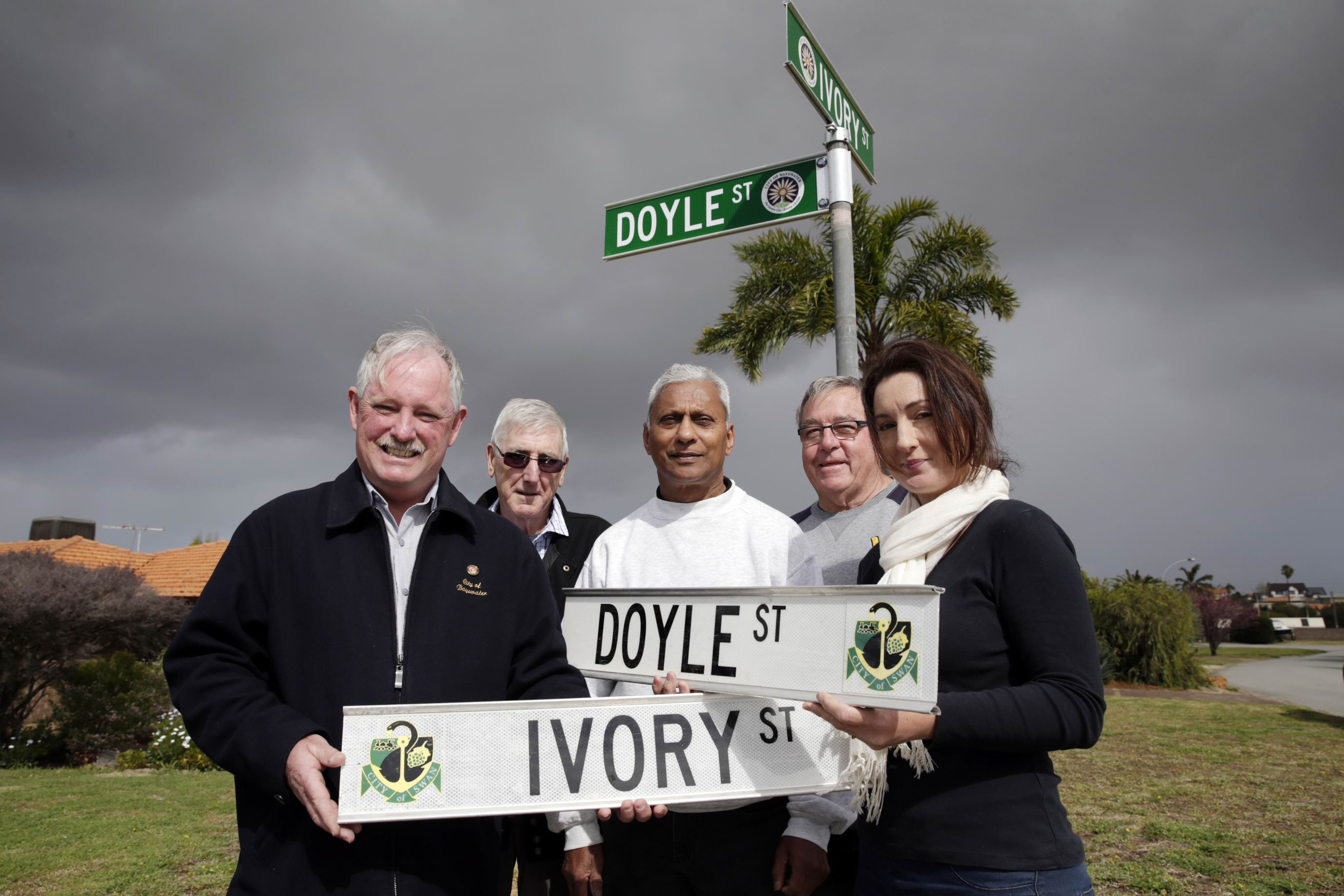 Bayswater Mayor  Barry McKenna with local residents L-R Doug McLennan, Viv Goves, Rob davey and Helene Kayes. After 20 years of campaiging, the suburb of Noranda is now part of the City of Bayswater